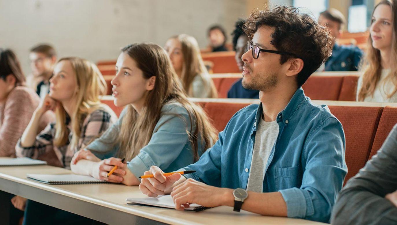 """Do tej pory studenci z UE mogli się cieszyć ze statusu """"home"""" (fot. Shutterstock/Gorodenkoff)"""