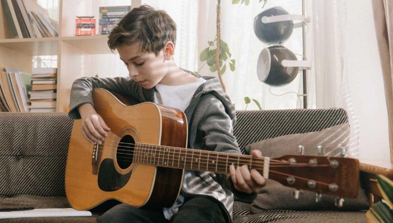 Trening muzyczny może być mimo wszystko korzystny dla dzieci – zapewniają badacze (fot. Pexels)