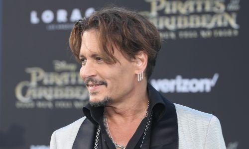 """Do ozdób uszu Johnny'ego Deepa upoważniła rola w """"Piratach z Karaibów"""". Fot. Rich Polk/Getty Images for Disney"""
