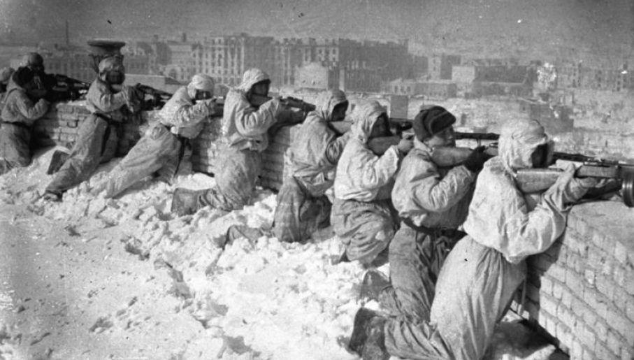 Sowieckie pozycje obronne w Stalingradzie (fot. wikipedia.org/Bundesarchiv, Bild)