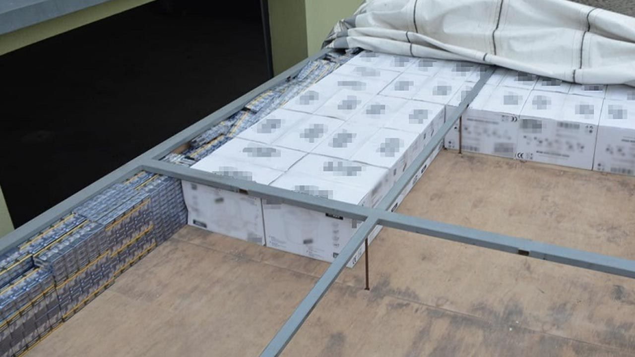 Do przemytu używano ciężarówek z podwójnymi dachami  (fot. KAS)
