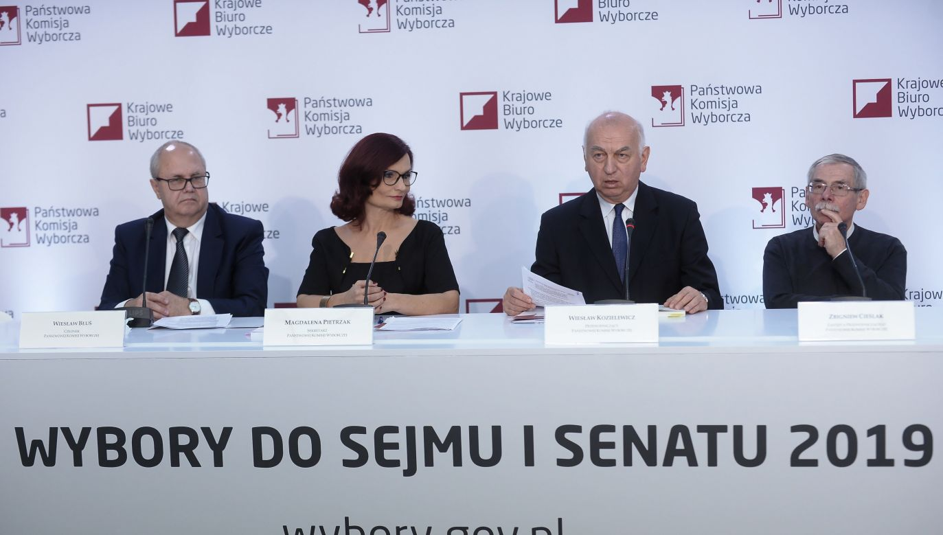 W Polsce rozpoczęło się głosowanie w wyborach parlamentarnych (fot. PAP/Marcin Obara)
