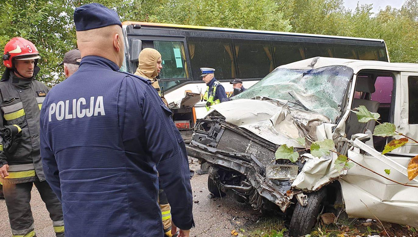 Kierowca volkswagena trafił do szpitala (fot. KWP Białystok)