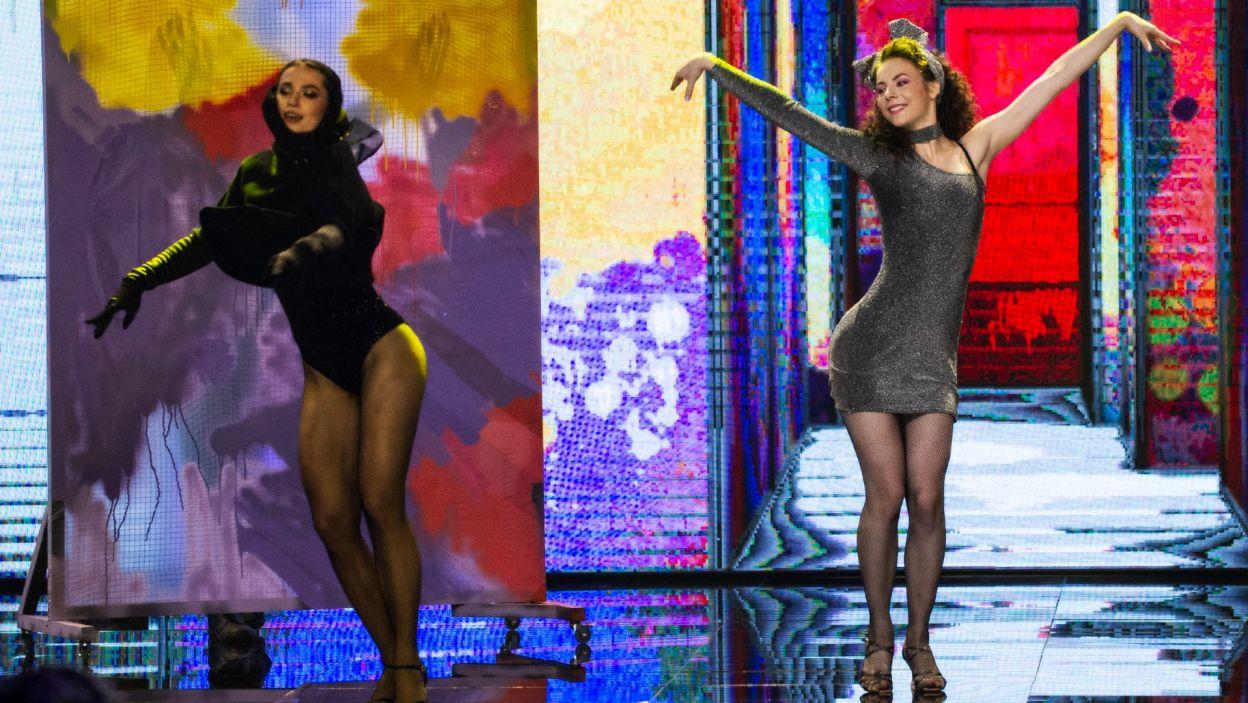 """W pierwszej choreografii na scenie wystąpiła ulubienica wszystkich widzów, młodziutka Oliwia Górniak, która zatańczyła do hitu Whitney Houston """"How Will I Now"""". Jak oceniło ją jury? (fot. TVP)"""
