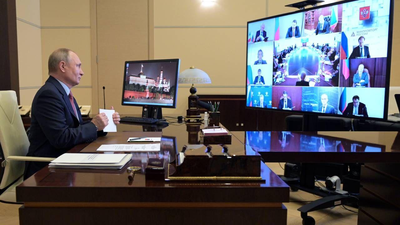 Prezydent Rosji Władimir Putin prowadzi wojnę hybrydową z Zachodem (fot. PAP/EPA/ALEXEI DRUZHININ / SPUTNIK / KREMLIN POOL)