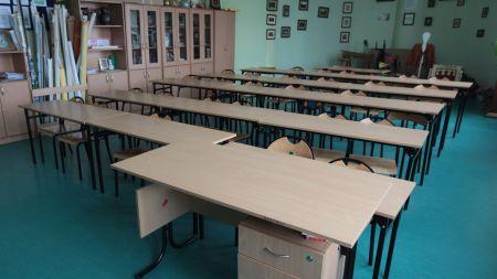 Zajęcia w tych szkołach zostały zawieszone z powodu zakażenia koronawirusem nauczycieli i uczniów (zdjęcie ilustracyjne, fot. PAP/Grzegorz Michałowski)