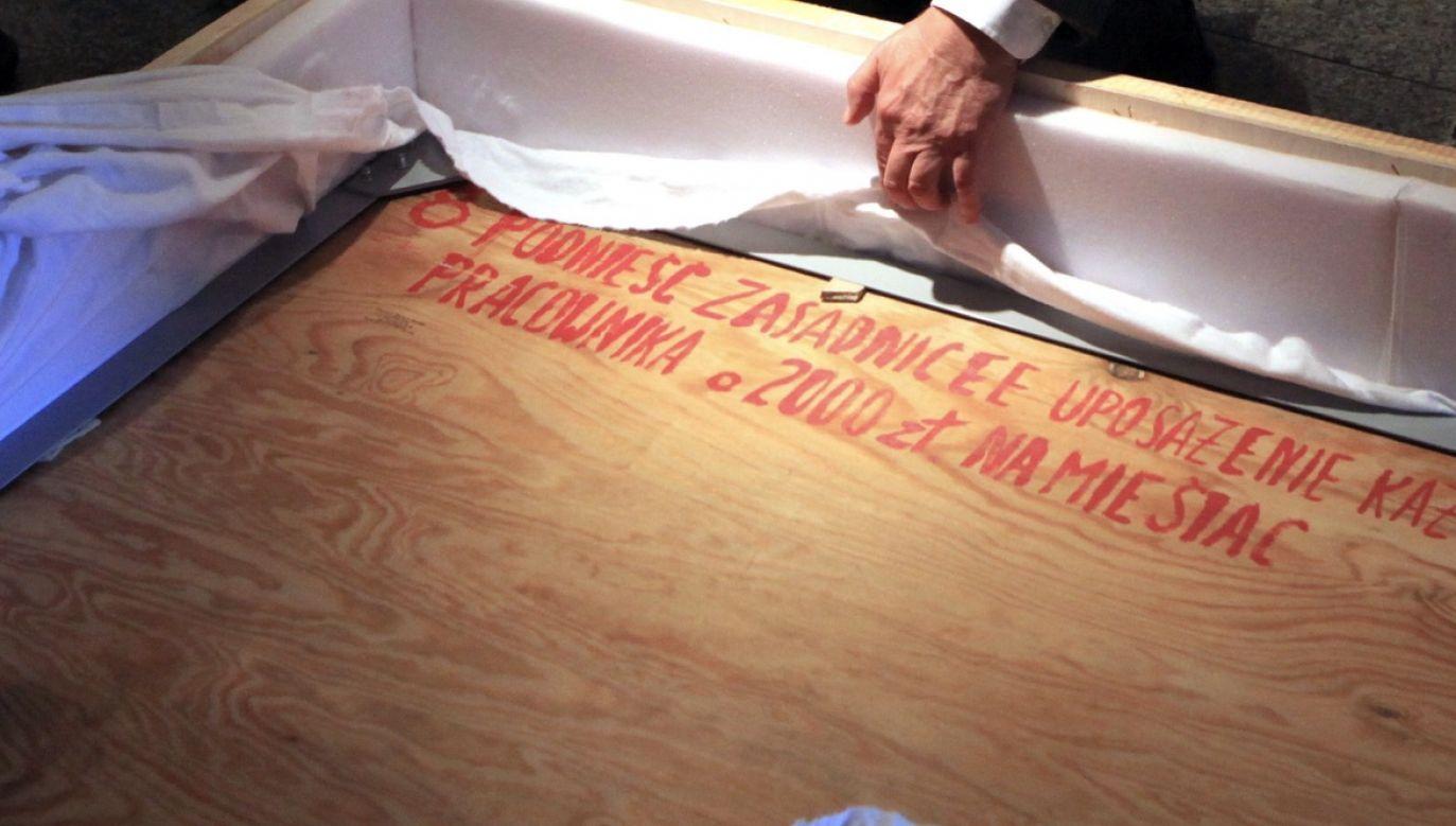 Zdaniem resortu tablice nie stanowią własności żadnej osoby fizycznej (fot. arch.PAP/Roman Jocher)