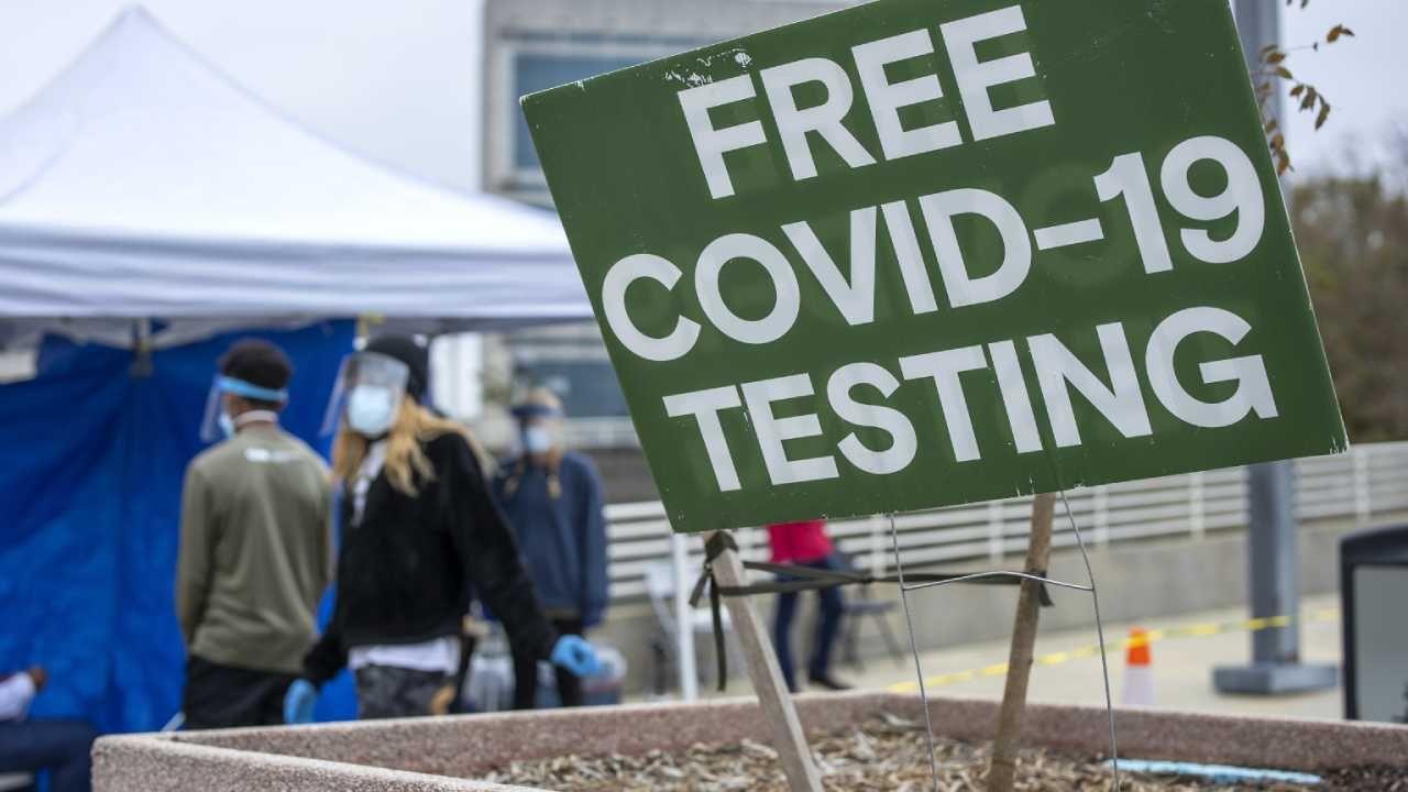 W USA wykonuje się rekordową liczbę testów na obecność COVID-19 (fot. PAP/EPA/ERIK S. LESSER)