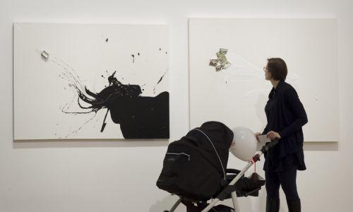 Malarstwo, rysunek, grafika, instalacje, film animowany...Nie sposób określić medium, którym Liliana Porter się posługuje. Fot. Wanda Hansen