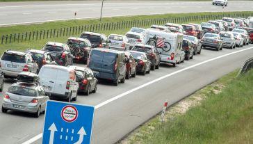 Aplikacja ma ułatwić wakacyjne podróże (fot.PAP/Tytus Żmijewski)
