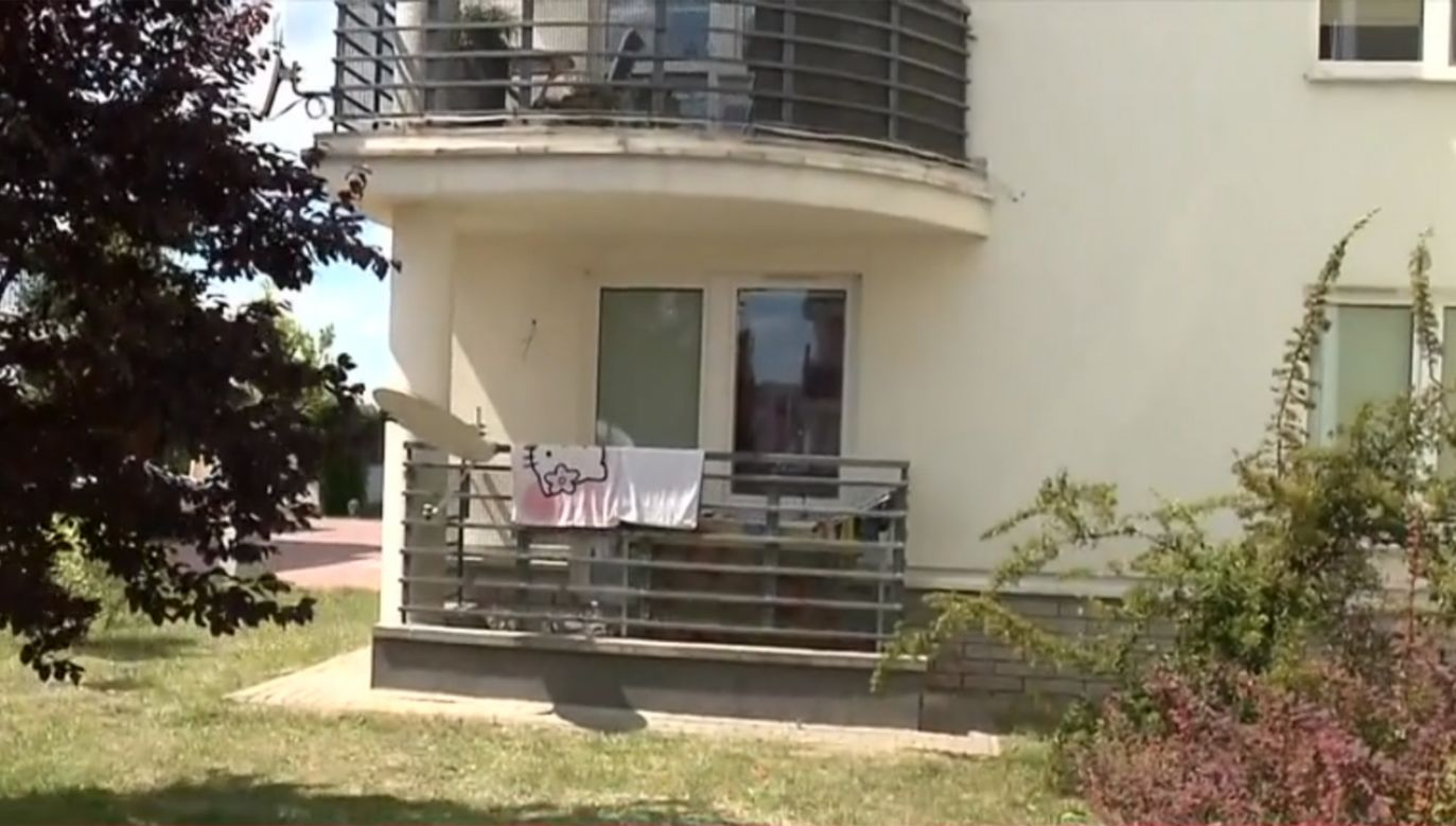 Ciało kobiety miała znaleźć jej siostra; weszła do mieszkania przez balkon  (fot. TVP Info)