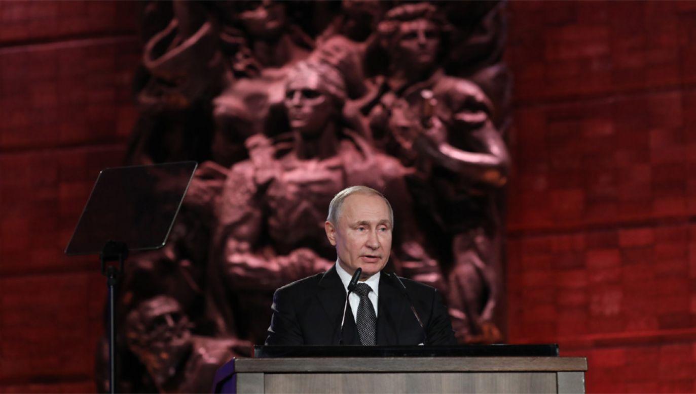 Prezydent Rosji Władimir Putin próbuje wybielać historię ZSRR (fot. PAP/EPA/ABIR SULTAN/POOL)