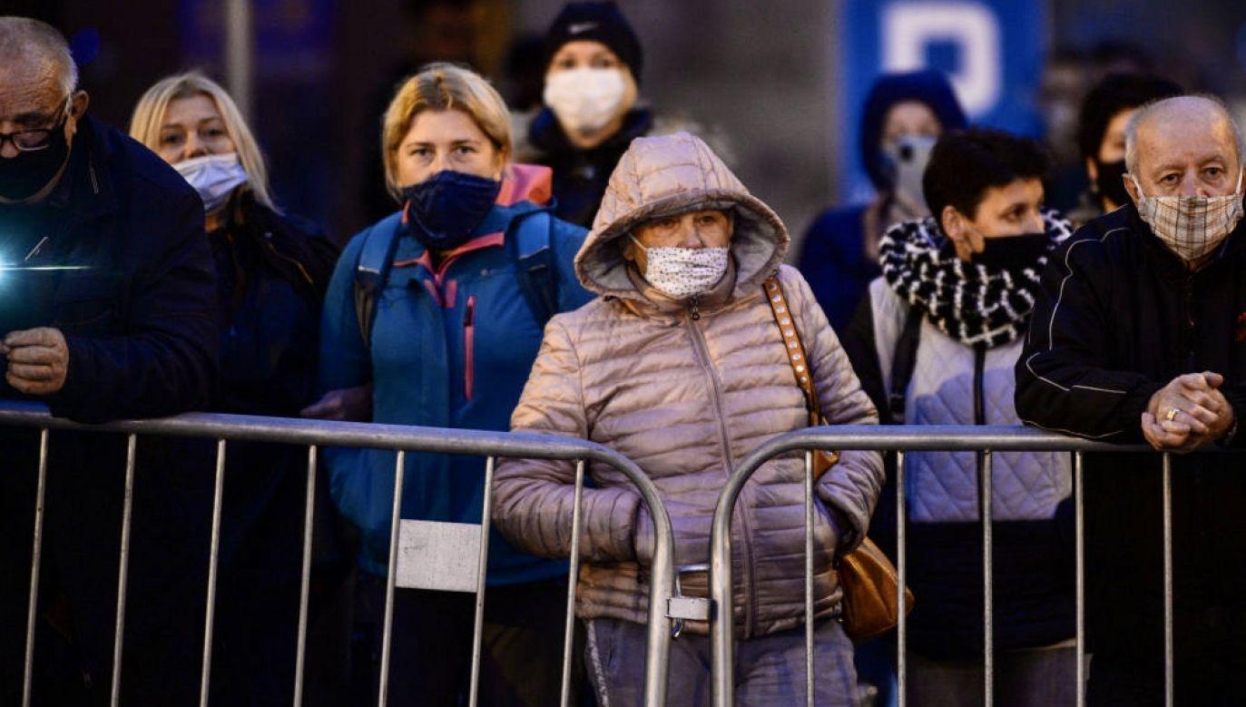 Aspekty psychologiczne związane z pierwszą od 100 lat globalną epidemią są rozliczne i jeszcze długo będą materiałem do obserwacji i analiz z zakresu psychologii (fot.  Artur Widak/NurPhoto via Getty Images, zdjęcie ilustracyjne)