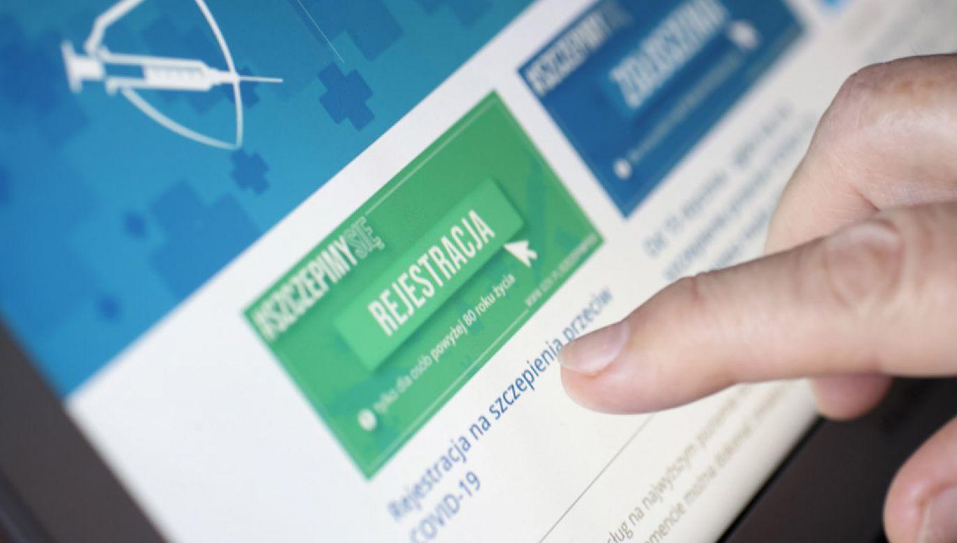 Zapisy przez internet na szczepienie przeciwko COVID-19 (fot. PAP/Leszek Szymański)