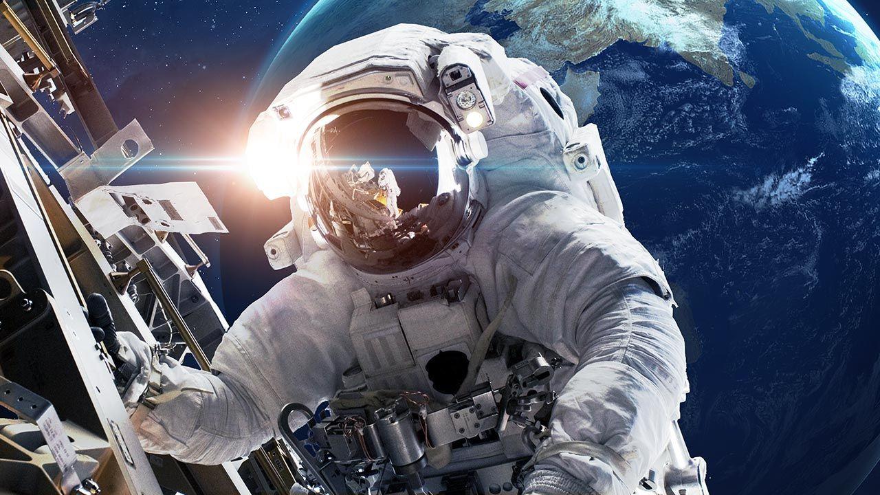 Astronauci na ISS (fot. Shutterstock/Vadim Sadovski)