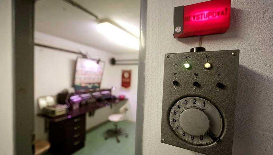 Urządzenie dostępowe do pomieszczeń kontrolnych w przeciwatomowym bunkrze (fot. Matej Divizna/Getty Images)