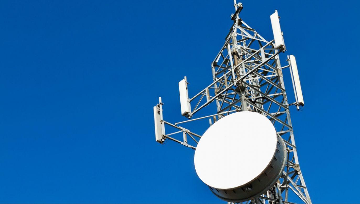 Zanik sygnału może uniemożliwić wezwanie pomocy (fot. Shutterstock/kanvag)
