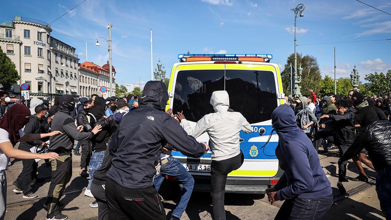 Niespokojnie było w niedzielę podczas samego protestu w Goeteborgu (fot. PAP/EPA/ADAM IHSE)