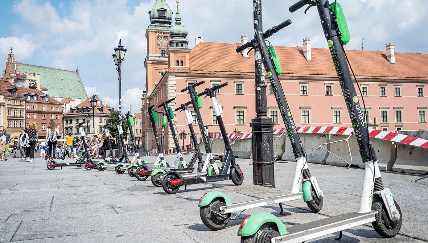 Jaka jest dopuszczalna prędkość jazdy hulajnogą elektryczną? Przepisy 2021 (fot. Shutterstock)