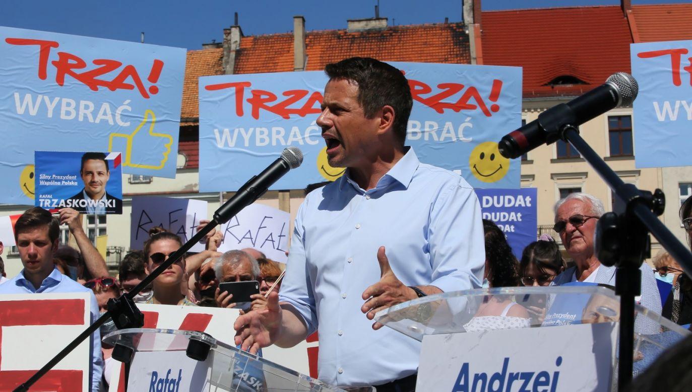 """Kandydat KO mówi o Polsce """"bez dzielenia nas"""", nawołując jednocześnie do wykluczenia z niej Kaczyńskiego (fot. PAP/Tomasz Wojtasik)"""