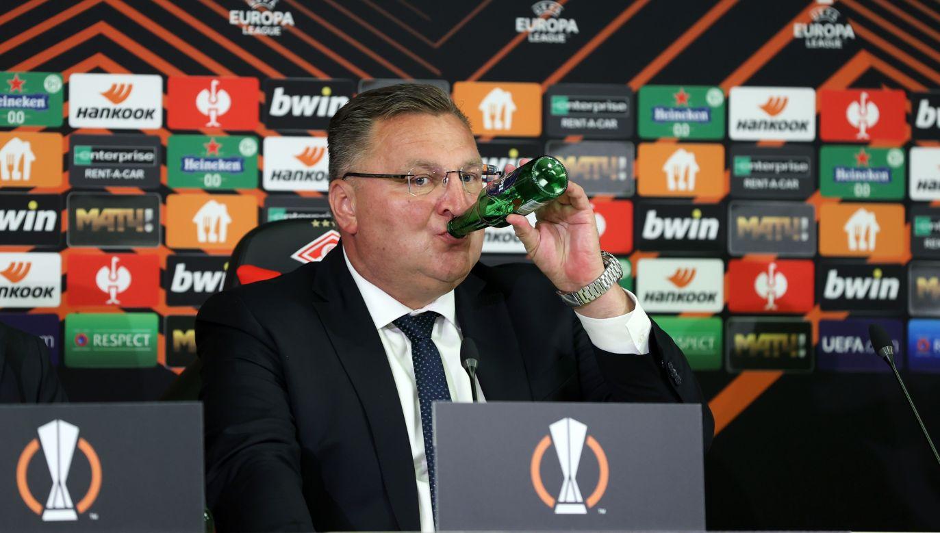 Czesław Michniewicz ma za sobą rok pracy z Legią Warszawa. To dobra okazja do toastu (fot: P. Kucza/400mm.pl)