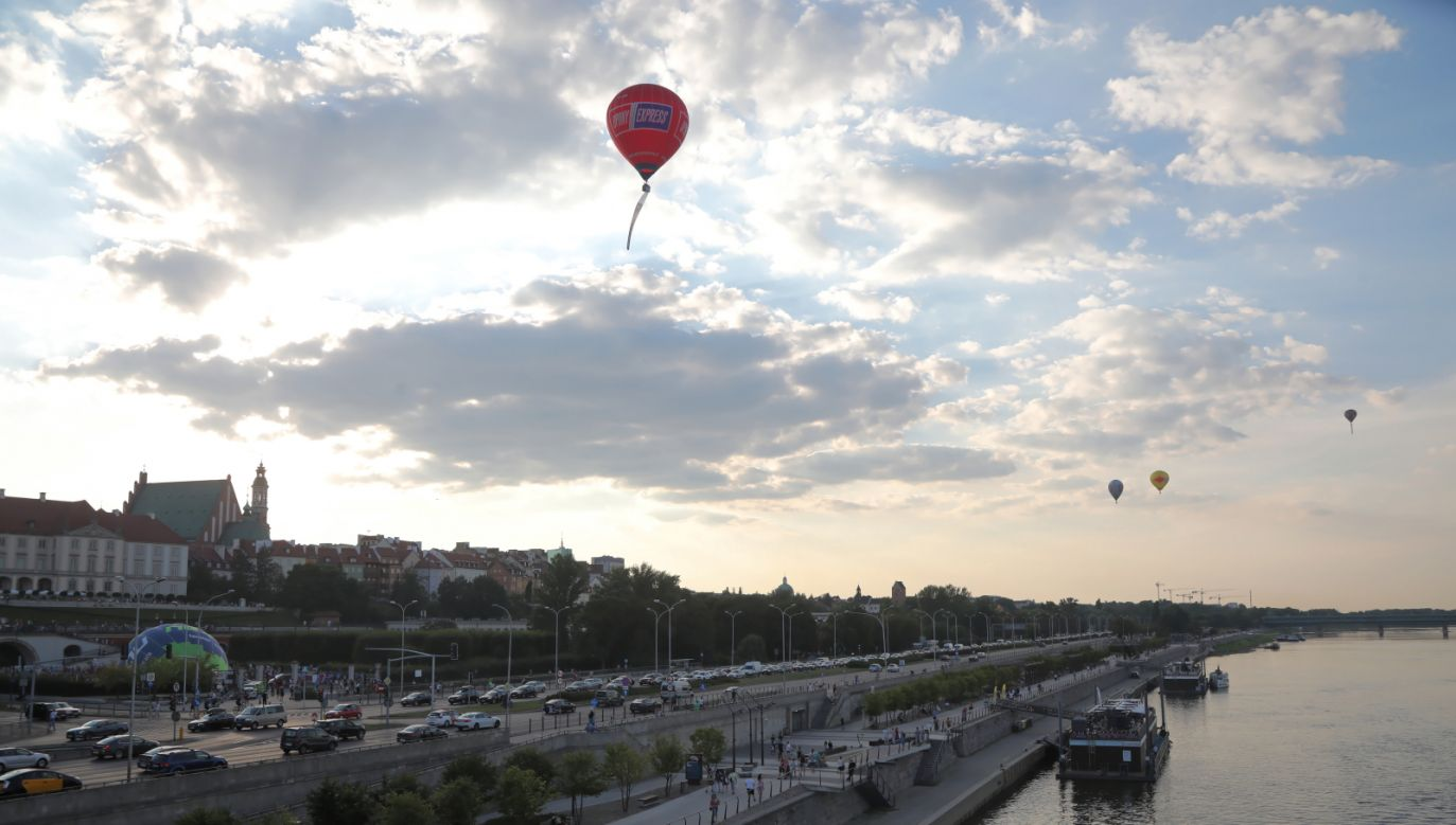 Do Warszawy przyjechali najlepsi piloci balonowi w Polsce (fot. PAP/Wojciech Olkuśnik)