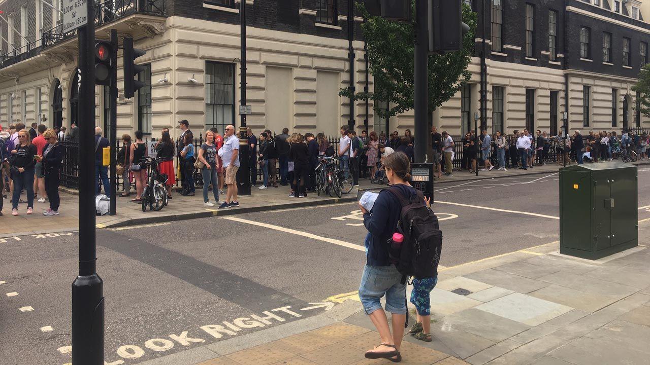 Ambasada Polski w Londynie, godz. 12.30 czasu lokalnego. Zdjęcie przysłał czytelnik, pan Sławomir (fot. Twoje Info)