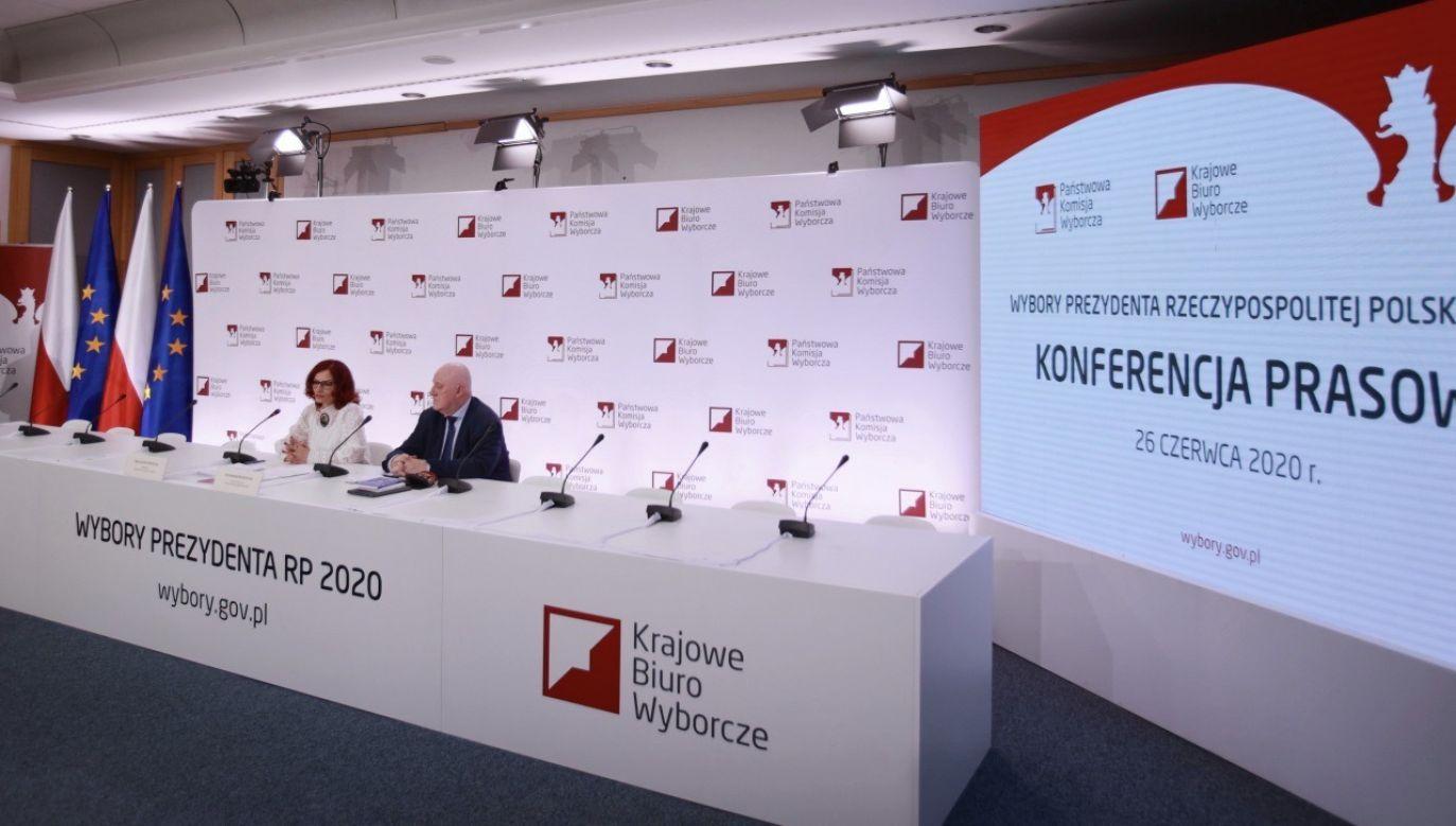 Na oficjalnej stronie urzędu miasta na Facebooku umieszczono baner opracowany przez komitet wyborczy KO (fot. PAP/Mateusz Marek)