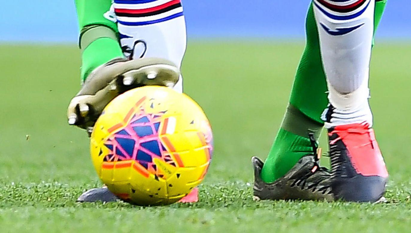 Piłkarz nie sprawiał wrażenia zaskoczonego (fot. PAP/EPA/SIMONE ARVEDA)