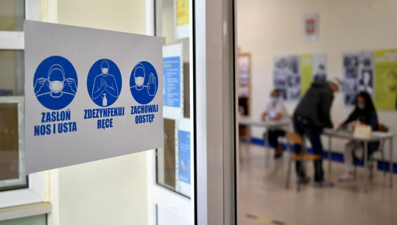 Minister zdrowia jest przekonany, że druga tura wyborów okaże się równie bezpieczna dla głosujących, jak pierwsza (fot. PAP/Adam Warżawa)