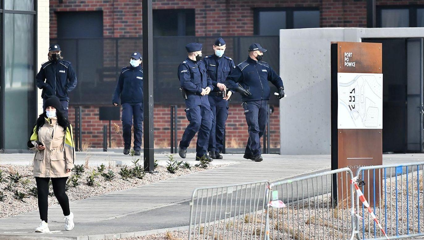 Akcja ewakuacyjna na całym osiedlu Popowice (fot. PAP/Maciej Kulczyński)