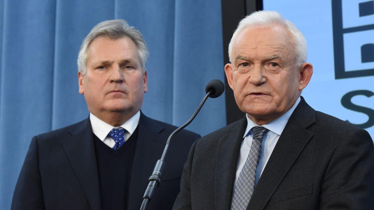 Leszek Miller i Aleksander Kwaśniewski (fot. PAP/Radek Pietruszka)