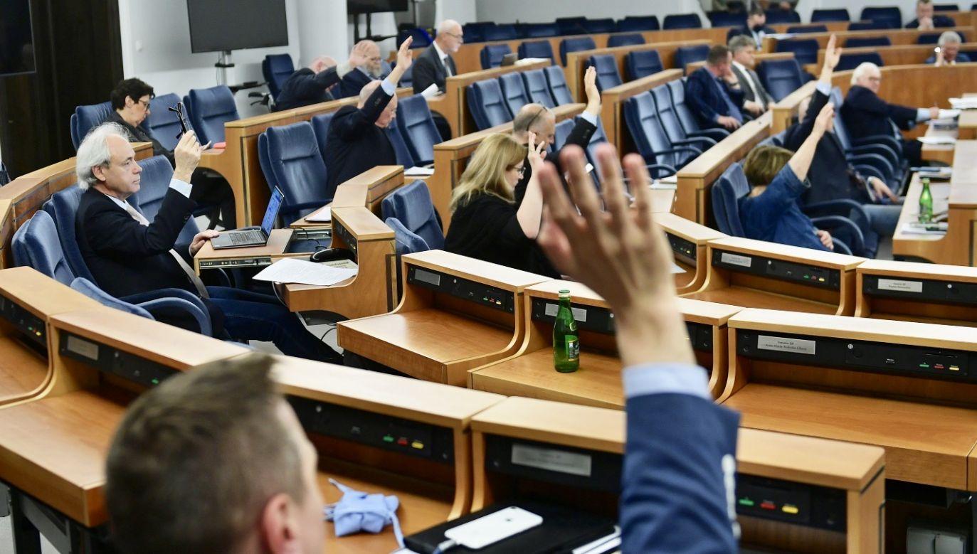 Szumowski stwierdził, że niektórzy politycy Platformy Obywatelskiej mówili o krwi na rękach w kontekście wyborów korespondencyjnych. (fot. PAP/Marcin Obara)