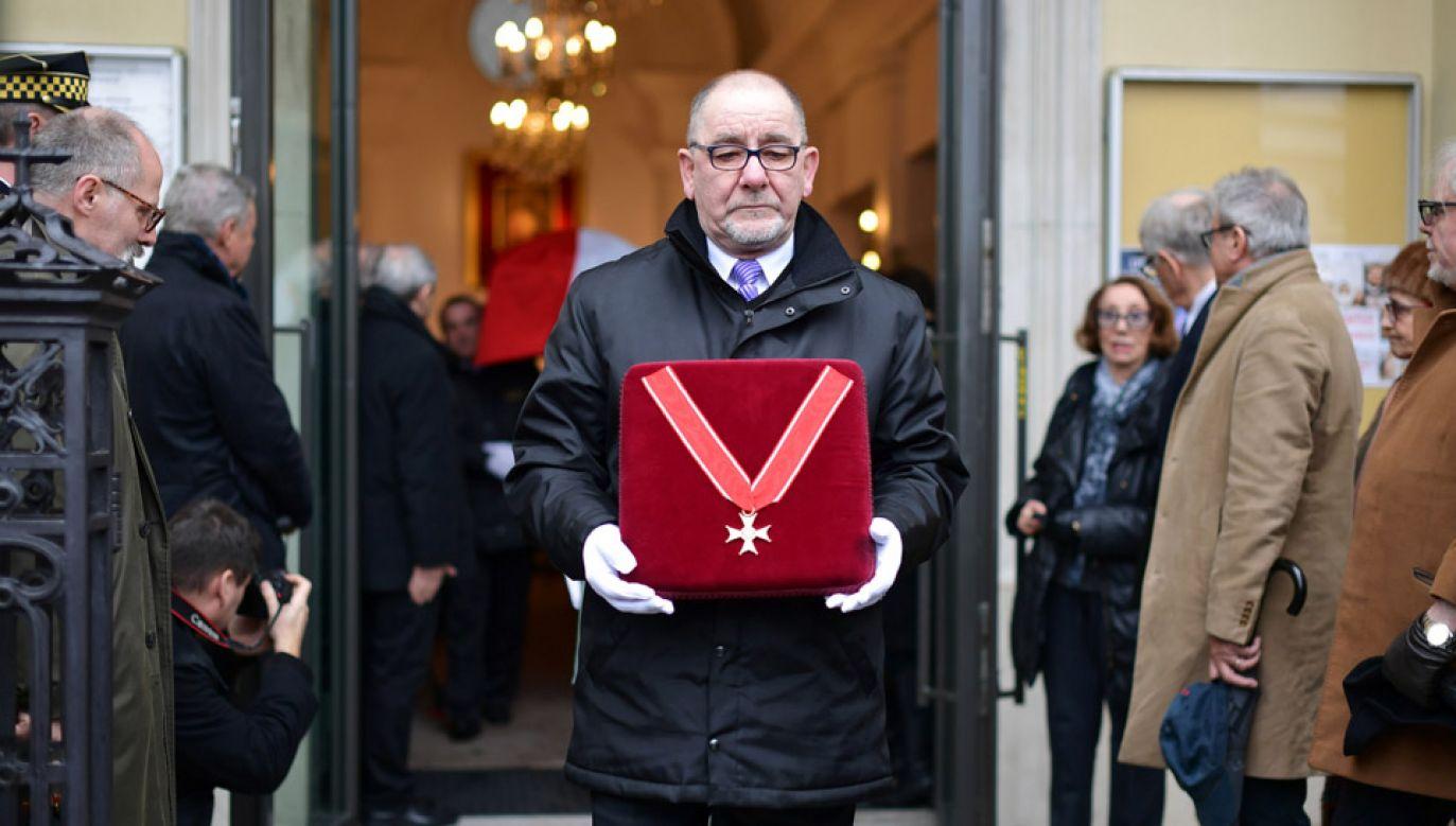 Podczas uroczystości pogrzebowych artysta został pośmiertnie odznaczony Krzyżem Komandorskim Orderu Odrodzenia Polski (fot. PAP/Marcin Obara)