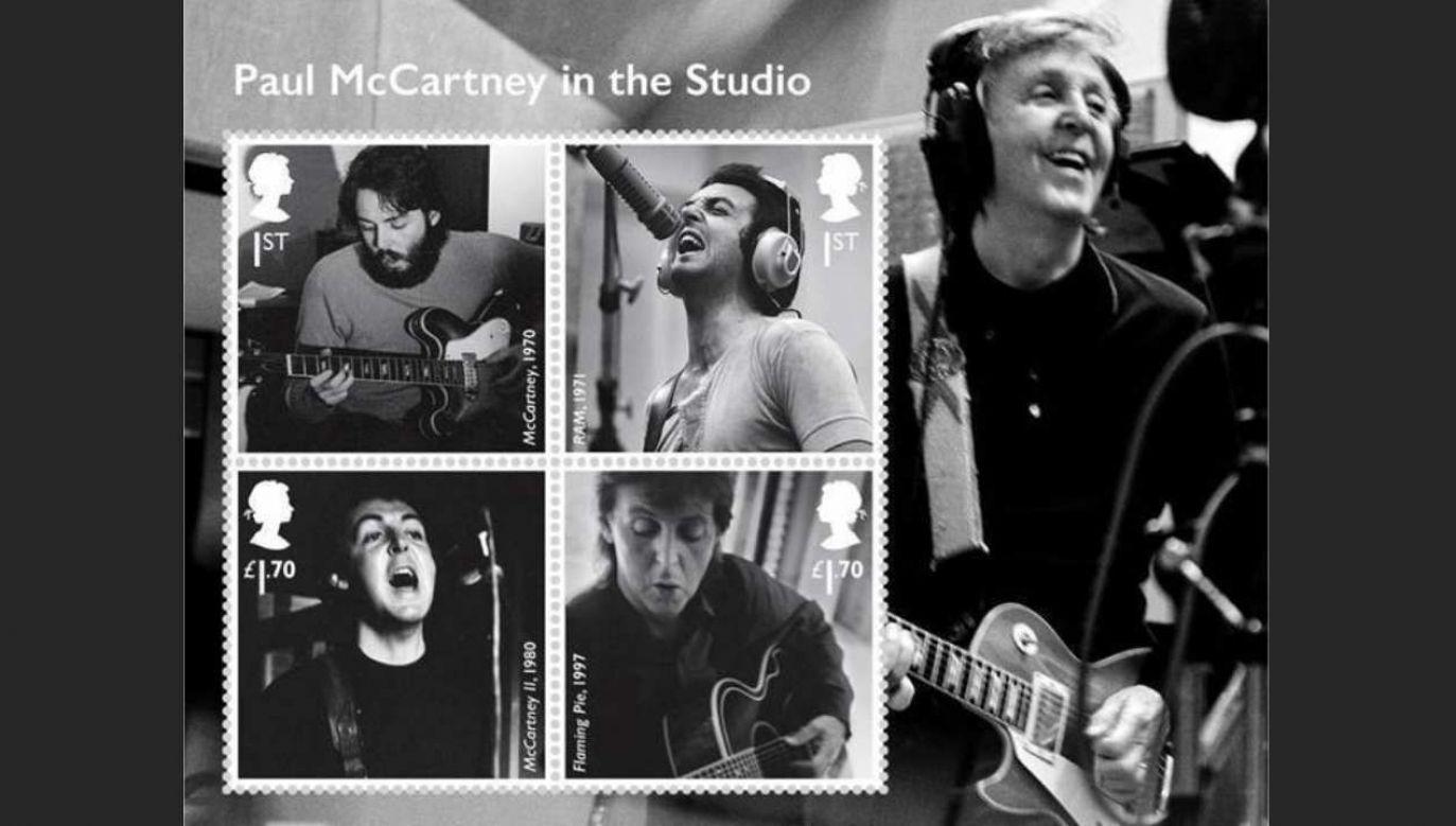 Na znaczkach są m.in. zdjęcia McCartneya w studiu nagraniowym (fot. PAP/EPA/ROYAL MAIL PRESS OFFICE / HANDOUT)