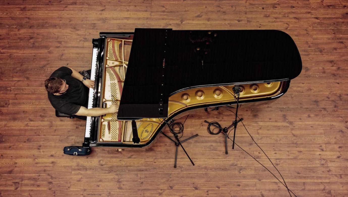 Bardzo dużą rolę w tym, jak fortepian brzmi odgrywa stroiciel. Jego wizja dźwięku zostaje przełożona na instrument. Fot. archiwum Adama Grzeluszki