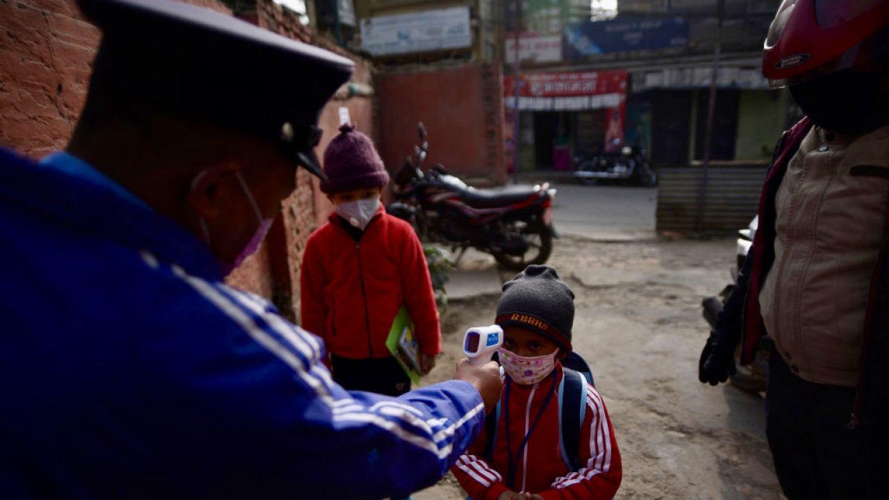 Do tej pory Bhutan odnotował 910 przypadków zakażenia koronawirusem i jeden zgon w wyniku COVID-19 (fot. Narayan Maharjan/NurPhoto via Getty Images)
