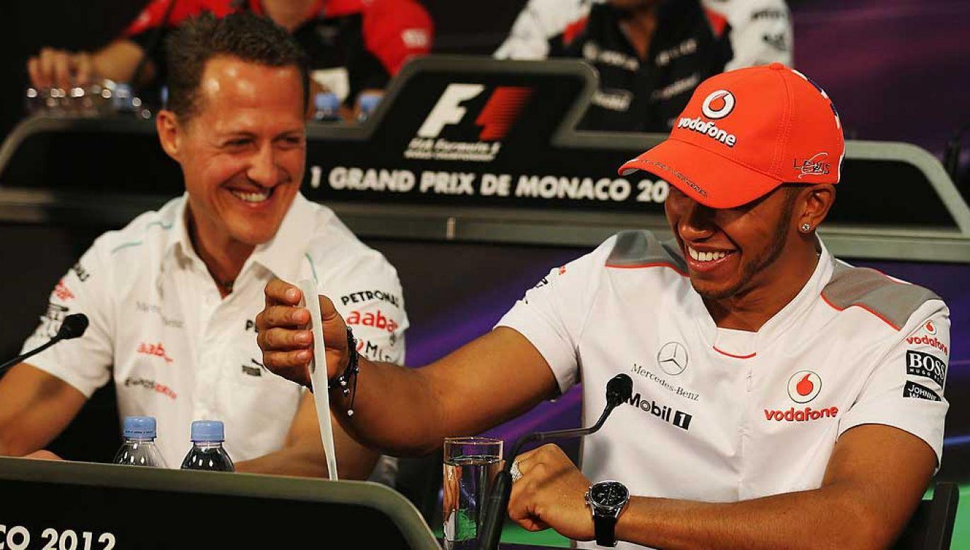 Michael Schumacher (z lewej) i Lewis Hamilton na konferencji prasowej przed GP Monako w 2012 roku (fot. Clive Mason/Getty Images)