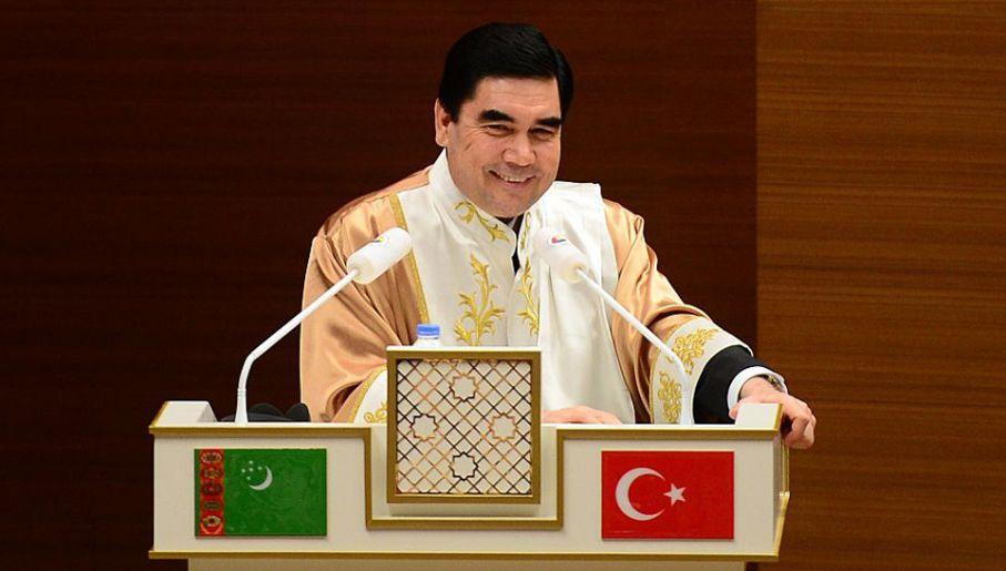 Prezydent Turkmenistanu Gurbanguły Berdimuhamedow to człowiek renesansu (fot. Mermer/Anadolu Agency/Getty Images)