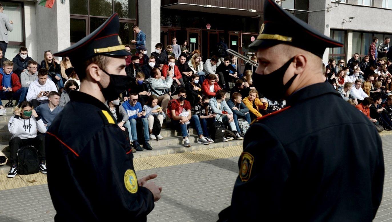 Działacze białoruskiej opozycji kontynuują codzienne akcje protestacyjne (fot. PAP/EPA/STRINGER)