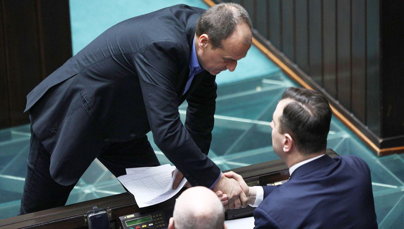 Lider Kukiz'15 Paweł Kukiz (L) i prezes PSL Władysław Kosiak-Kamysz (P) podczas posiedzenia Sejmu (fot. arch. PAP/Leszek Szymański)