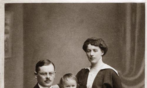 Po powrocie do Warszawy zaczął robić karierę. I założył rodzinę.