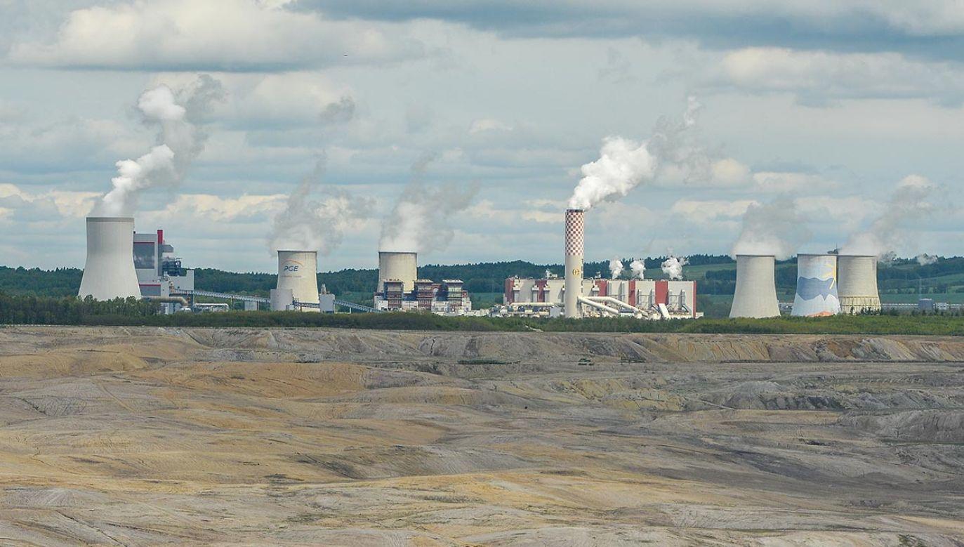 Projekt umowy międzynarodowej ws. Turowa (fot. PAP/CTK Photo/Vit Cerny)