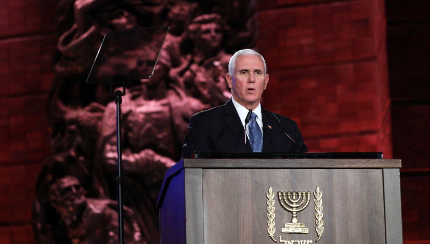 Wiceprezydent USA Mike Pence wziął udział w Światowym Forum Holokaustu w Jerozolimie (fot. PAP/EPA/ABIR SULTAN / POOL)