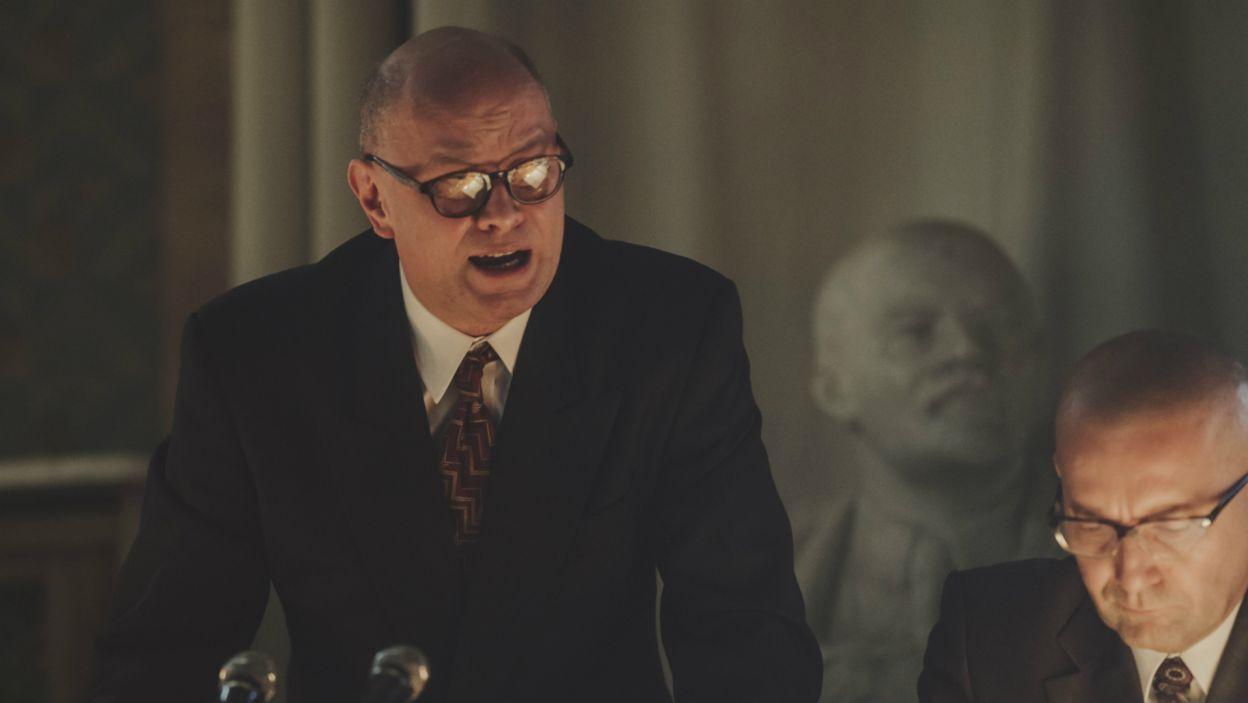 W rolę osamotnionego, despotycznego, pozbawionego kontaktu z rzeczywistością Władysława Gomułki wcielił się Wojciech Kalarus (fot. Stanisław Loba/TVP)