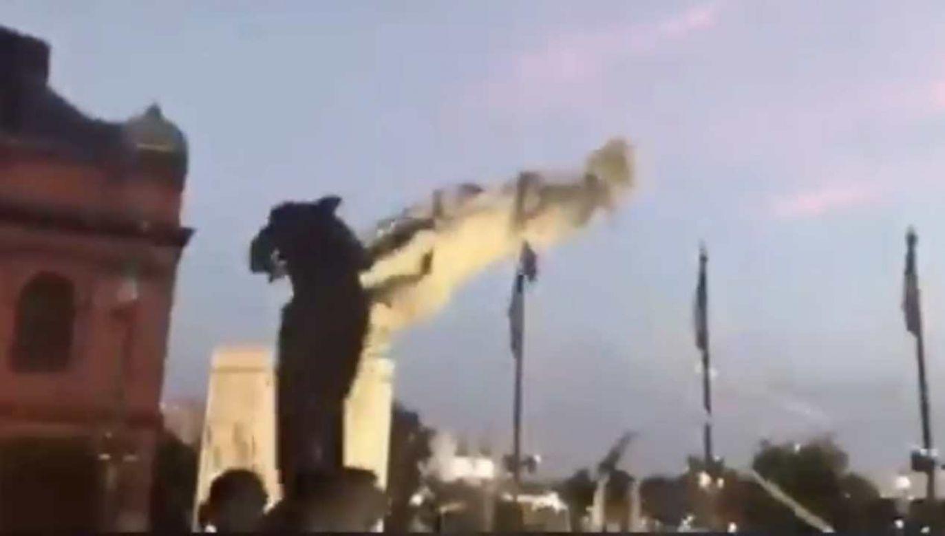 W Baltimore obalono pomnik Krzysztofa Kolumba  (fot. źródło: Twitter/@marekmulti)