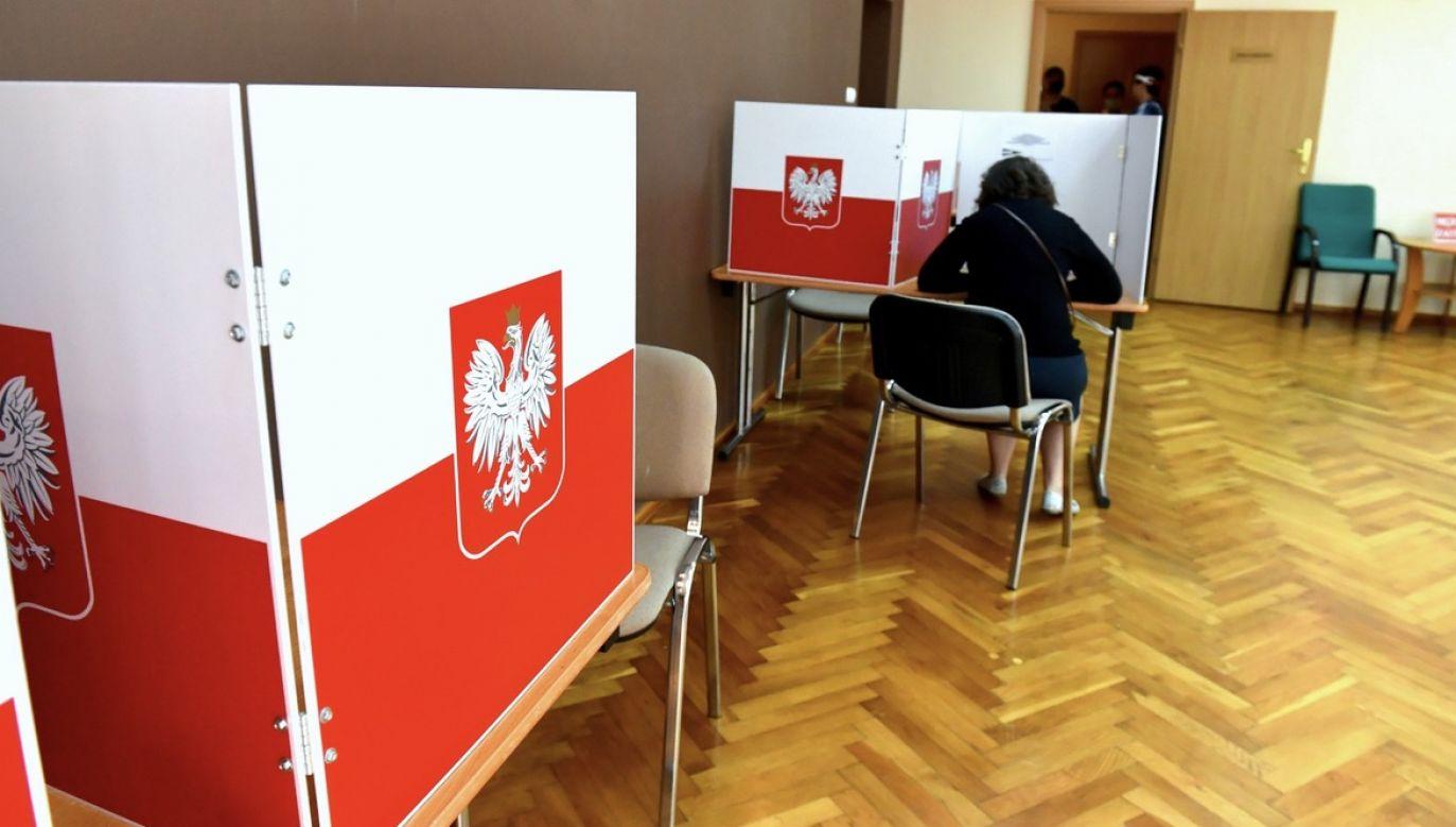 Czyje głosy przeważyły w wyborach prezydenckich? (fot. PAP/Marcin Bielecki)