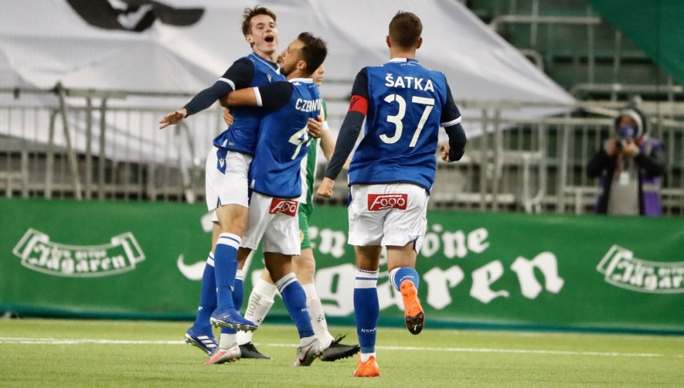 Tak Jakub Kamiński wraz z kolegami cieszył sięz drugiego gola dla Lecha w środowy wieczór (fot. PAP/EPA/Stefan Jerrevang)