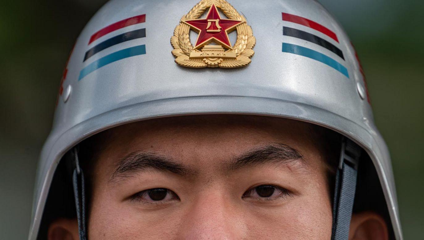 Według miejscowych mediów na ulicach pojawili się żołnierze hongkońskiego garnizonu ALW (fot. Anthony Kwan/Getty Images)