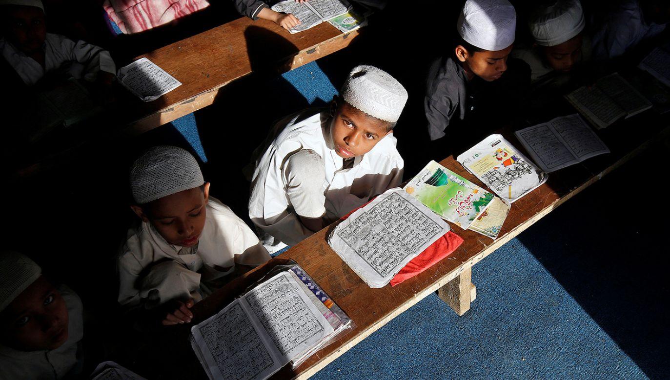 Władze sprawdzają też, czy środowiska muzułmańskie nie nadużywają pomocy socjalnej państwa (fot. Reuters/Mukesh Gupta)